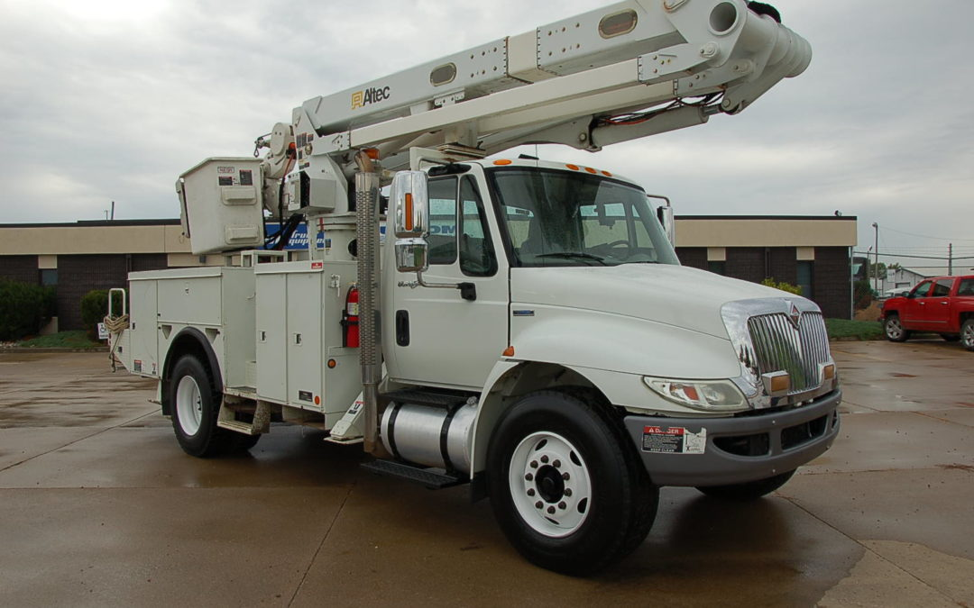 2008 International with 60′ Altec Material Handling Articulated Aerial (MPFP1230) | MPFP1230