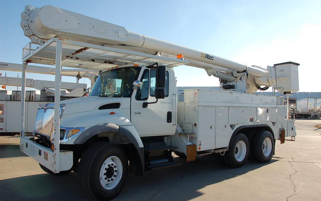 2006 IHC 7400 65′ Material Handling Bucket Truck (MPFP1259)