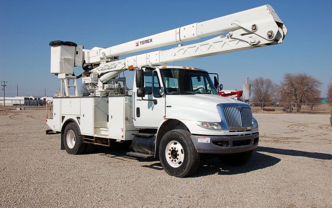 2010 INTERNATIONAL 60′ Material Handling Bucket Truck (MPFP1262)