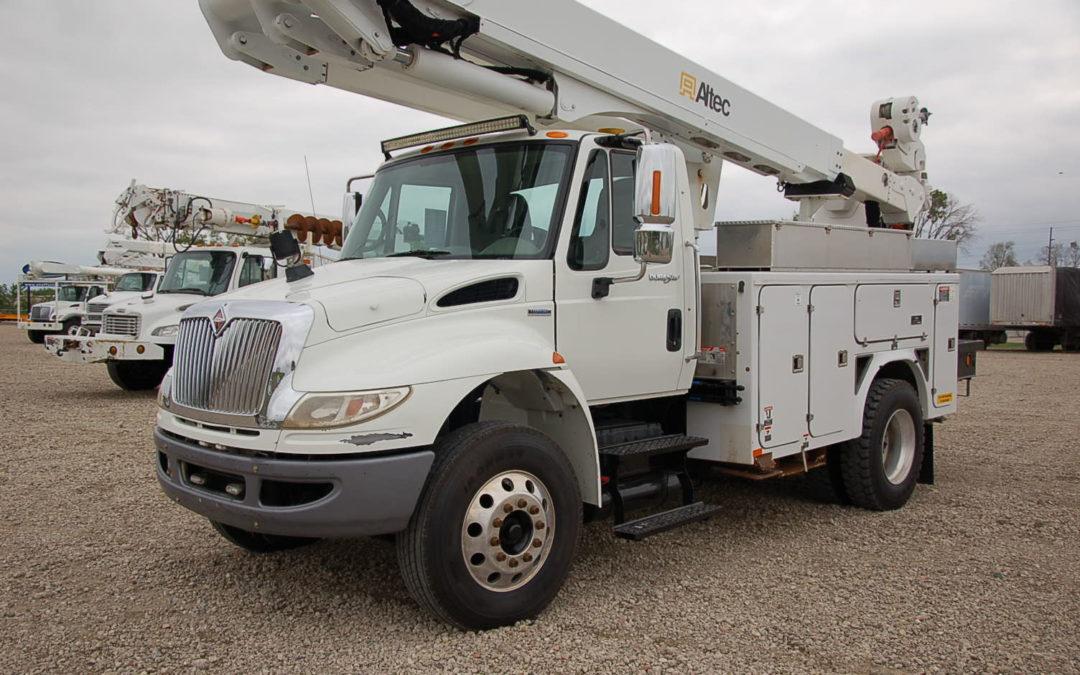 2009 International 4400 Material handling Articulated 55′ Bucket Truck (MPFP1277)