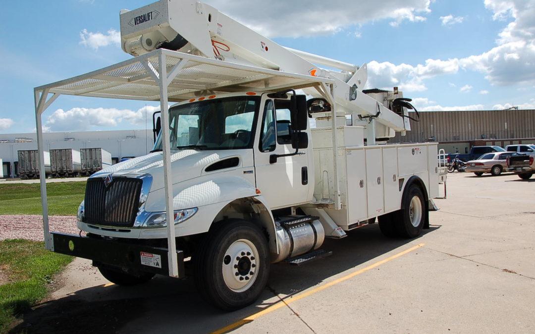 2012 IHC 65′ Material Handling Articulated Bucket Truck (MPFP1289)