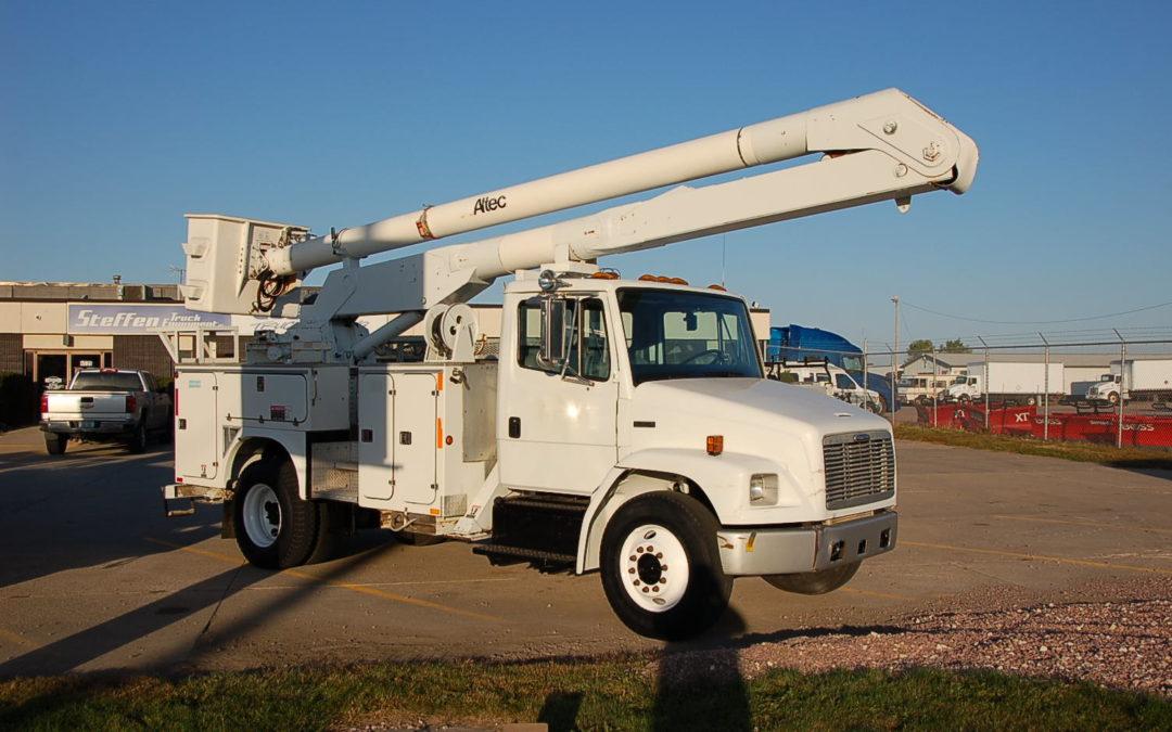 1999 Freightliner FL70 55′ Aerial Truck (MPFP1299)
