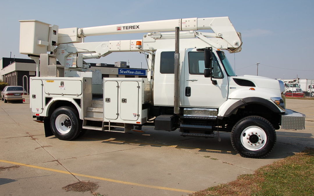 2010 7400 IHC 4×4 Extended Cab With 51′ Material Handling boom (MPFP1301)