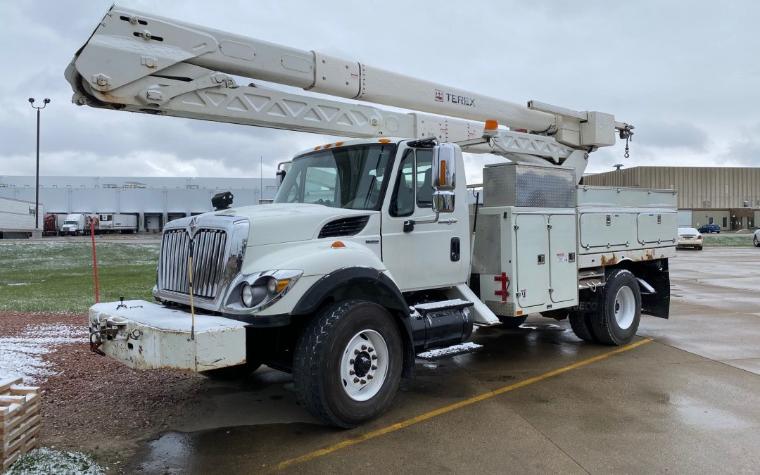 2008 IHC 60′ Material Handling/ Over Center Aerial (MPFP1322)