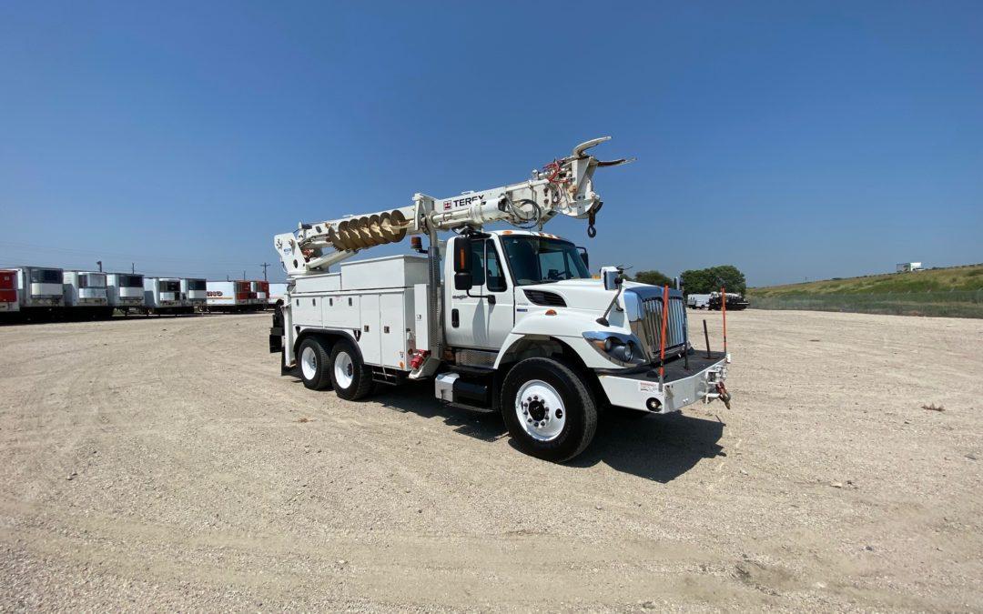2011 International 7500 With Commander 5050 Digger Derrick (MPFP1354)