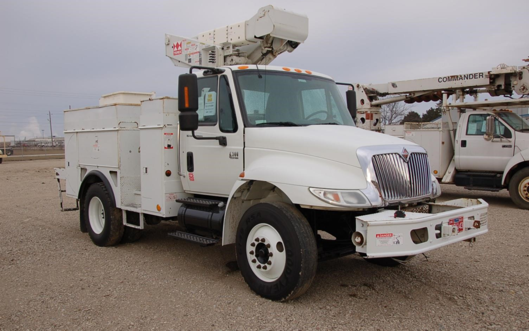 2004 International 4300 with 41′ TEREX Boom (MPF1017)